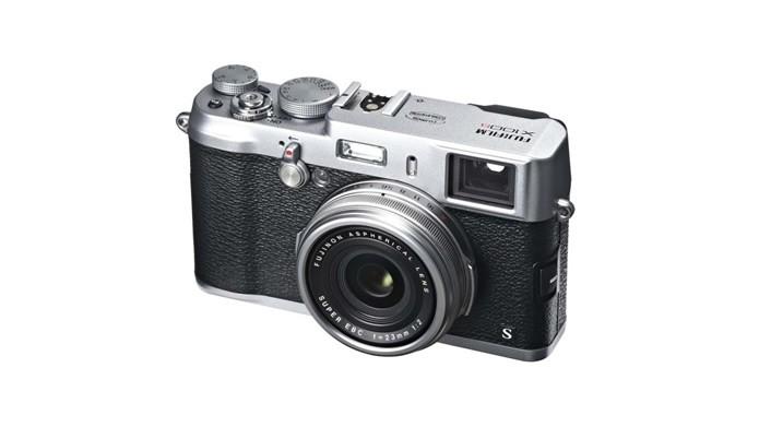 Resgatando a aparência de antigas máquinas fotográficas, a Fujifilm X100S é um excelente câmera compacta (Foto: Divulgação/Fujifilm)