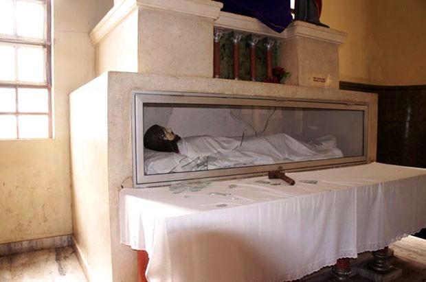 Imagem de Jesus Cristo sepultado foi alvo do ataque (Foto: Alcivan Villar/Fim da Linha)