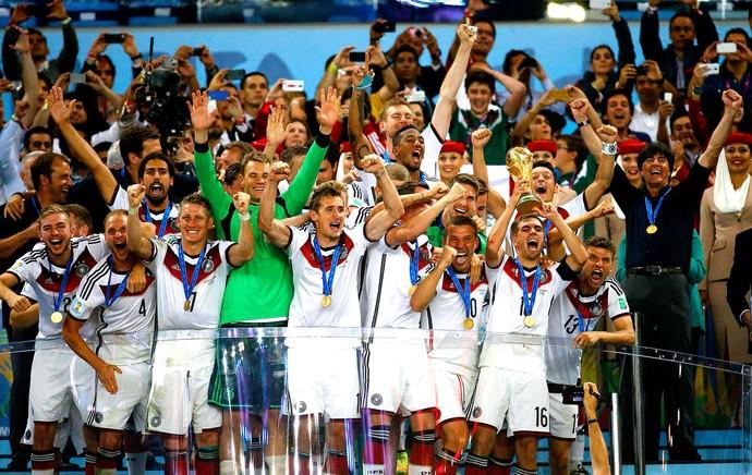 Alemanha com a taça da Copa do Mundo (Foto: Reuters)