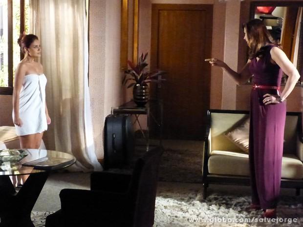 Rosângela conta como descobriu que Lívia era a chefe (Foto: Salve Jorge/TV Globo)