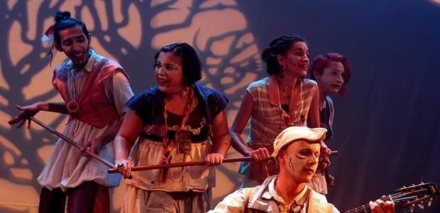 A peça fala da importância de contar histórias (Foto: Debora Bolzan)