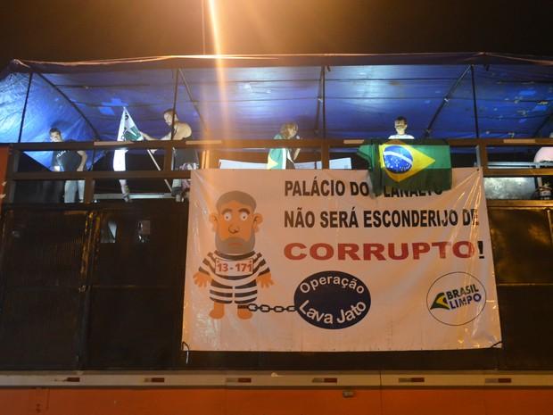 Grupo alugou trio elétrico para promover protesto em Ribeirão Preto (Foto: Rodolfo Tiengo/G1)