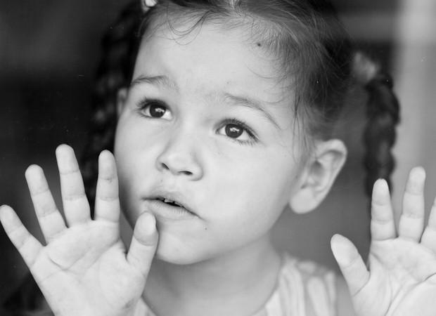 Infância roubada: a triste realidade de crianças que perdem o direito às próprias descobertas, no tempo certo (Foto: Thinkstock)