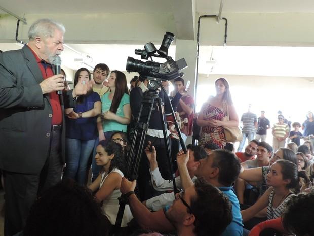 Grupo gritava palavras de ordem nos intervalos dos discursos (Foto: Caio Gomes Silveira/ G1)