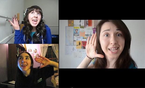 As três versões cantam ao mesmo tempo (Foto: Reprodução/Youtube)