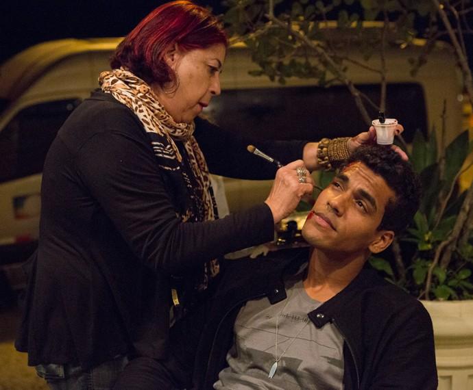 Marcello durante caracterização para cena (Foto: Fábio Rocha/Gshow)