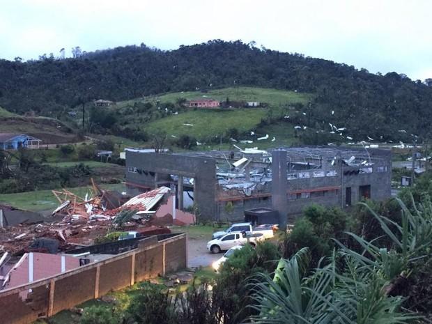 Casas foram destelhadas após vento forte em São Roque (Foto: Geovanne Danioti/Arquivo pessoal)
