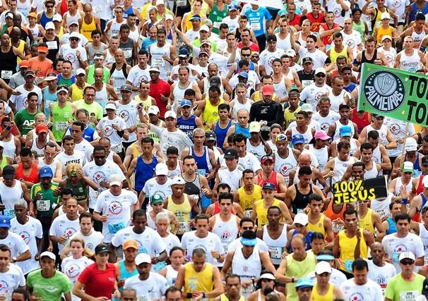 No ano passado, a Corrida Internacional de São Silvestre reuniu cerca de 25 mil pessoas (Foto: Marcos Ribolli / globoesporte.com)