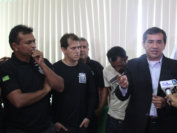 Delegado falou sobre quadro de saúde de vítimas durante coletiva (Foto: Catarina Costa/G1)