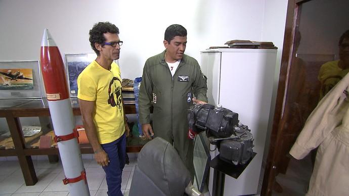 Jackson entrevista Major Celino: 'A Força Aérea Brasileira atua 24 horas por dia' (Foto: TV Bahia)