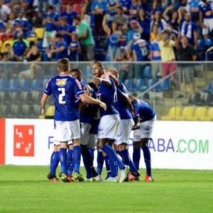 Jogadores do Cruzeiro comemoram gol marcado por Rafael Silva (Foto: Sidnei Magno)