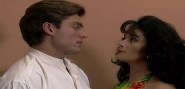 Em cena de 'Maria do Bairro', Alejandra Procuna contracena com Fernando Colunga. Na trama mexicana, eles interpretaram os personagens Brenda e Carlos Daniel (Foto: Reprodução)