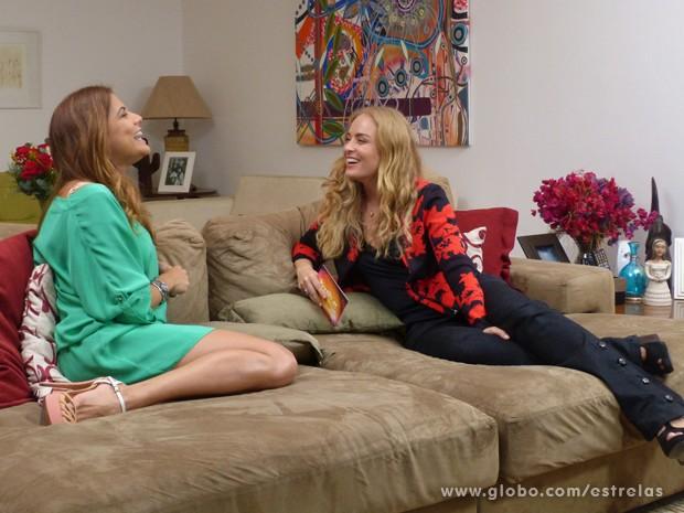 Angélica e Nívea Stelmann conversam sobre a gravidez da atriz (Foto: Estrelas/TV Globo)