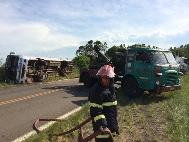 Acidente ERS-040 Rio Grande do Sul Porto Alegre cinco mortos (Foto: Divulgação/Brigada Militar)