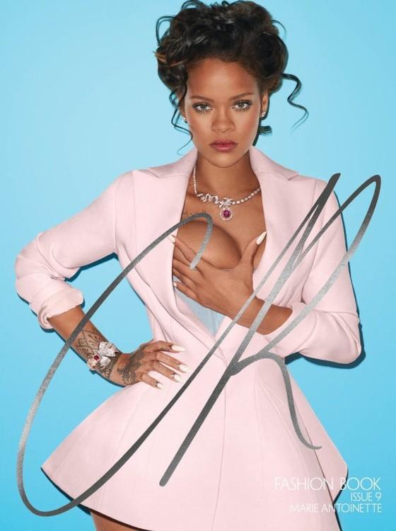 Rihanna posa para a capa da nova revista de Carine Roitfeld, a CR Book (Foto: Divulgação)