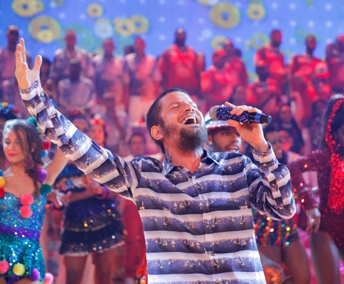 Já em carreira solo, Saulo  com o que mais sabe fazer para agradar o público: cantar (Foto: João Pedro Januário/TV Globo)