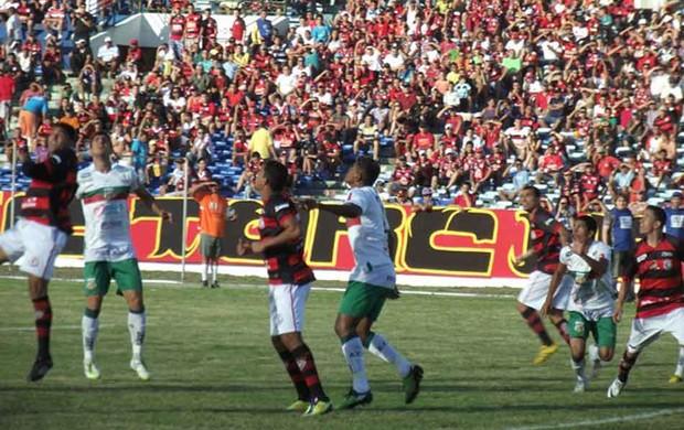 Campinense 2 x 1 Baraúnas (Foto: Silas Batista)