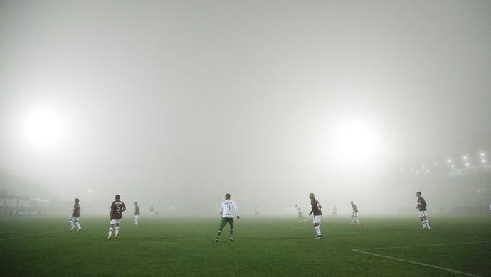 Neblina; Chapecoense x Atlético-PR (Foto: Estadão Conteúdo)
