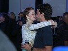 Famosos beijam muito em festa da promoter Carol Sampaio