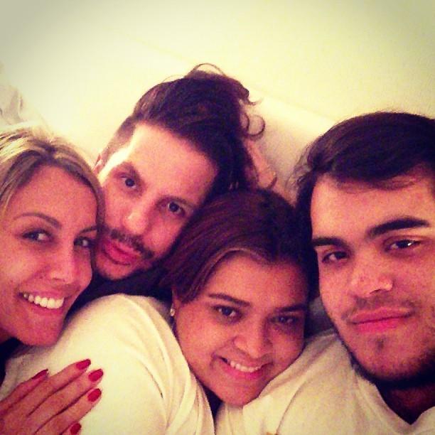 Preta Gil com a ex-BBB Lia, o maquiador Salmoretti e o filho, Francisco (Foto: Instagram)