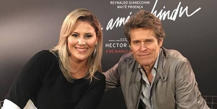 Jessica Leão e o ator Willem Dafoe (Foto: Reprodução / TV Diário )