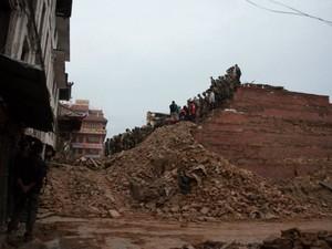 Templos da Durbar Square ficaram completamente destruídos (Foto: Nádia Otake/ Grassroots News International)