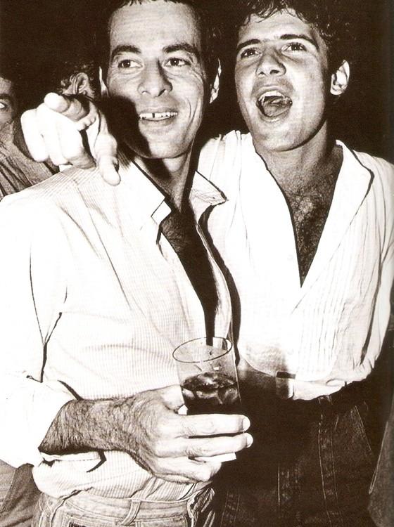 Ney e Cazuza em foto de arquivo tirada em um aniversário de Ney nos anos 1980 (Foto: Reprodução)