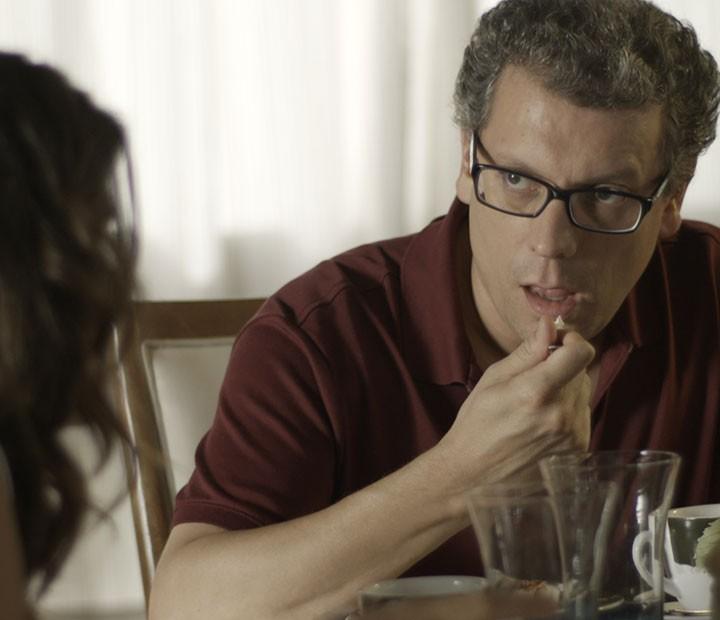 Miguel fica sem palavras com o pedido da filha (Foto: TV Globo)