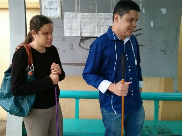 Deficientes apontam problemas ao utilizarem transporte público (Foto: Cláudio Nascimento/TV TEM)