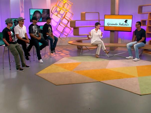Bate-papo com Eduardo Lyra no estúdio do Como Será? contou com a presença dos MCs pela Educação (Foto: Reprodução)