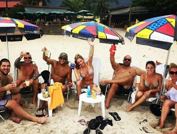BLOG: Apesar de derrota para Vitor, Hendo comemora vinda ao Brasil com caipirinha