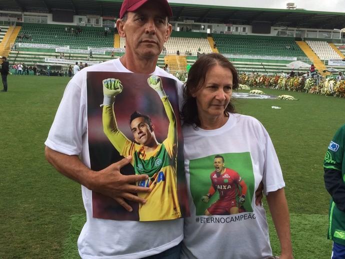 Família Danilo Chapecoense Velório Chapecó (Foto: David Abramvezt)