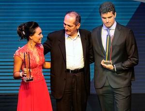 Jorge Zarif e Poliana Okimoto prêmio Brasil Olímpico (Foto: Marcos Ribolli / Globoesporte.com)