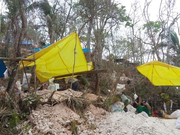 Barracas são montadas na serra (Foto: Júlio Cesar Ferreira de Souza/ Arquivo pessoal)