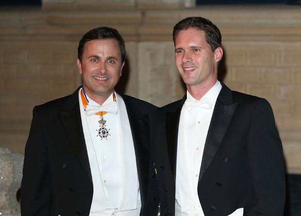 Xavier Bettel e Gauthier Destenay, durante casamento do príncipe de Luxemburgo (Foto: Getty Images)