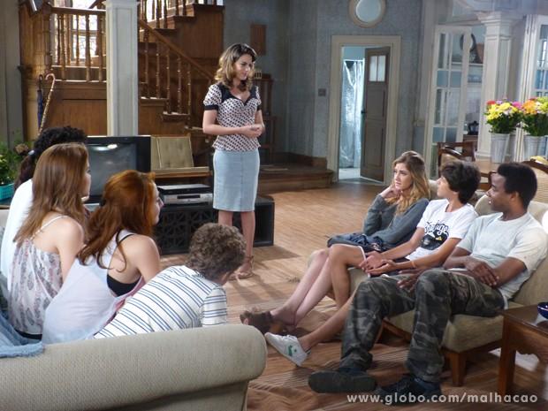 Todos se reunem para ouvir plano de Luciana  (Foto: Malhação / TV Globo)