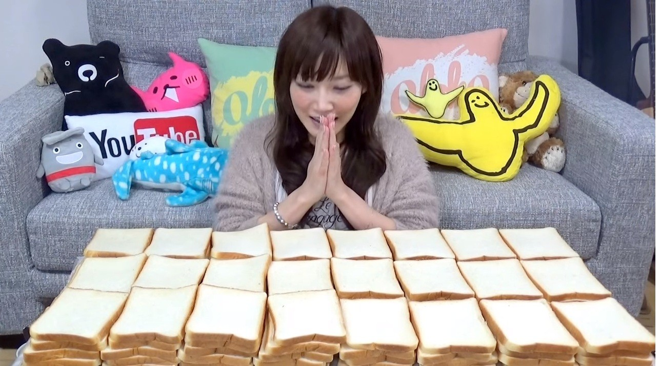 Mulher devora cem fatias de pão