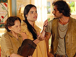 Laura Cardoso contracena com José Henrique Ligabue e Renata Roberta (Foto: Flor do Caribe/TV Globo)