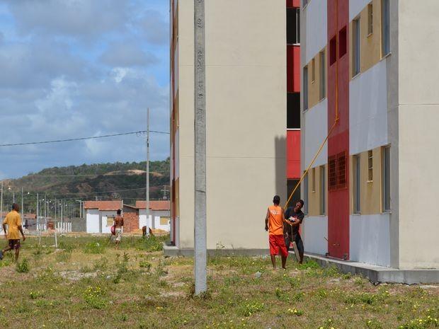 Ocupantes depredam imóveis populares do bairro 17 de Março (Foto: Marina Fontenele/G1 SE)