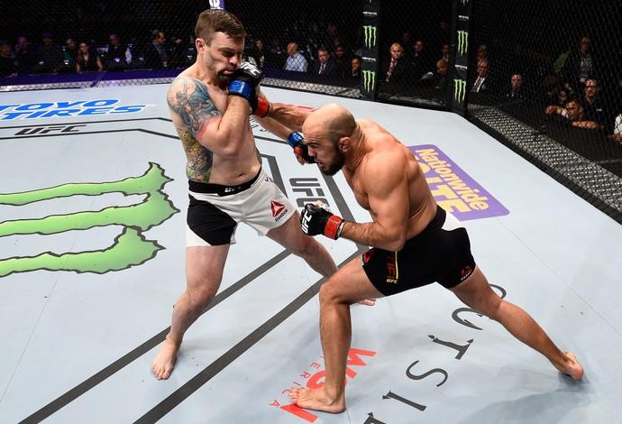 Ilir Latifi nocauteia Sean O'Connell, UFC Boston (Foto: Getty Images )