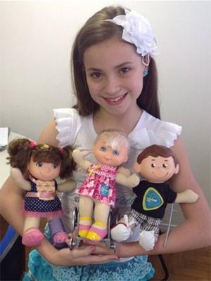 Rayssa Chaddad com os bonequinhos do Teleton (Foto: Reprodução/Instagram)