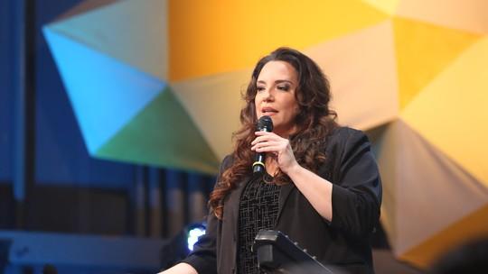 Ana Carolina faz alerta às mulheres em bate-papo com Laura Muller
