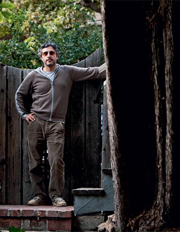 POLEMISTA Reza Aslan  em sua casa,  na Califórnia.  Para ele, a  Arábia Saudita é responsável pelo terror islâmico (Foto: Ramin Talaie/Ramin Talaie/Corbis)