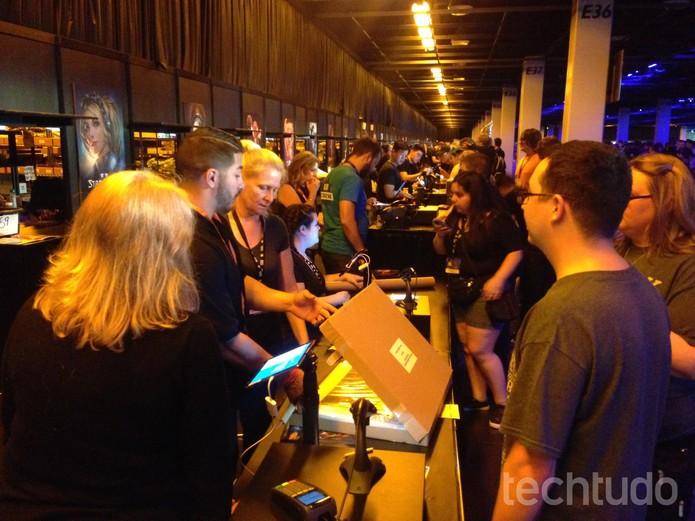 Loja da BlizzCon reuniu milhares de pessoas nos dias da feira (Foto: Felipe Vinha/TechTudo)