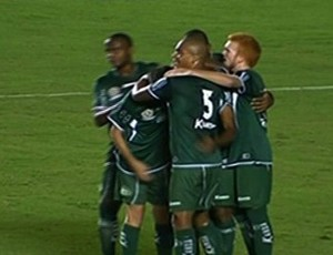 Icasa comemora gol contra o Vila Nova no Serra Dourada (Foto: Reprodução)
