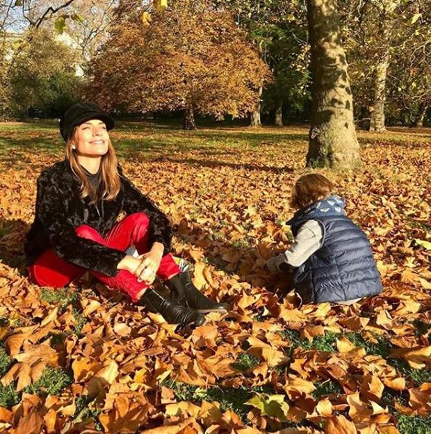 Joana Balaguer e o filho, Martin, em Londres (Foto: Reprodução/Instagram)