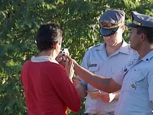 Polícia faz blitz da Lei Seca em Rio Preto: fiscalização aumentou (Foto: Reprodução / TV Tem)