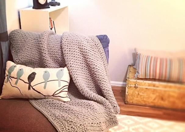 Na sala, no quarto e até na cozinha: o crochê vai invadir o seu lar com peças mega moderninhas (Foto: @madewithatwist/Instagram)