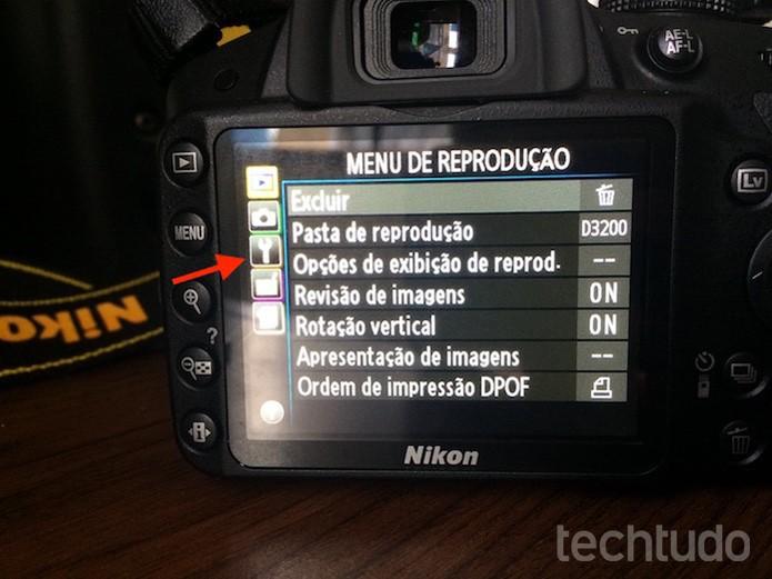 Acessando as ferramentas do menu de uma câmera Nikon (Foto: Marvin Costa/TechTudo)