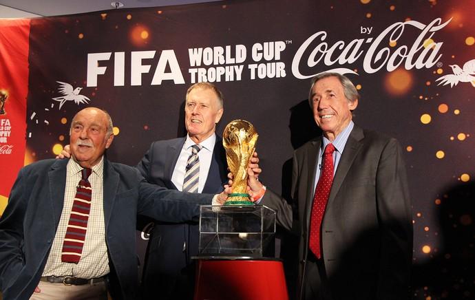 Jimmy Grevaes, Geoff Hurst e Gordon Banks, campeões pela Inglaterra em 1966 (Foto: Rodrigo Faber)